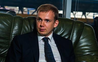 """Холдинг """"Вести"""": Сергій Курченко та мільйони готівки"""