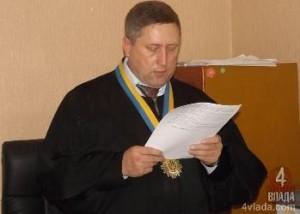 Як луцький суддя намагається зберегти себе на посаді