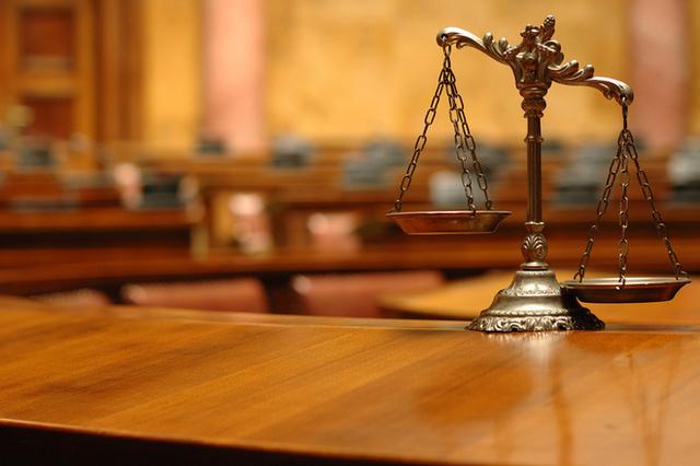 """Райсуд пытается повторить """"подвиг"""" судьи, с которой сняли обвинения"""