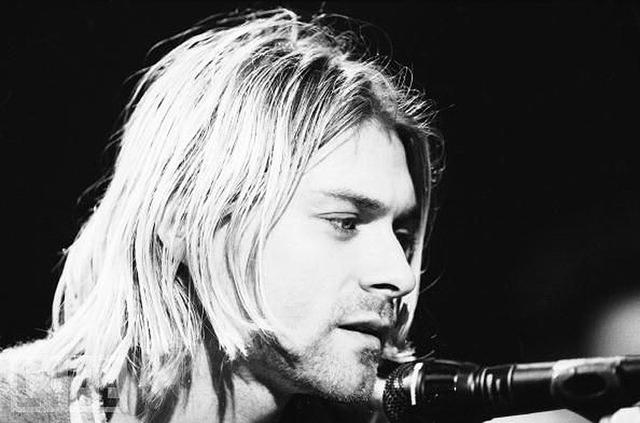 """Предсмертное письмо лидера группы Nirvana """"украсило"""" футболки"""