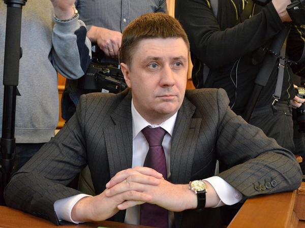 Вячеслав Кириленко: партийные перебежки, коррупция и защита жены