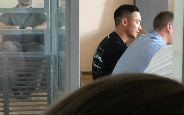 Бойфренду Даши Астафьевой надели браслет и посадили под круглосуточный домашний арест