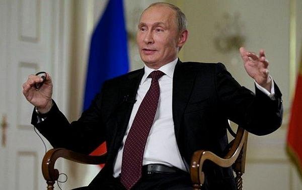 Любовница Путина с «прозрачным» платьем вызвала ажиотаж в России