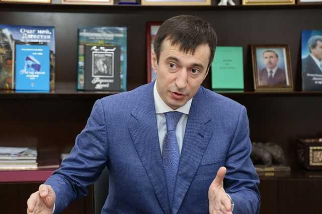В Дагестане министра экономики и территориального развития задержали в аэропорту