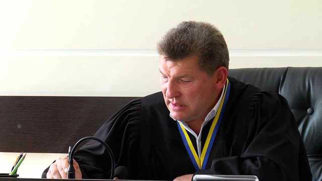 Оценивать скандально известного судью Глуханчука будут экзаменаторы, с которыми он гулял на судейском банкете