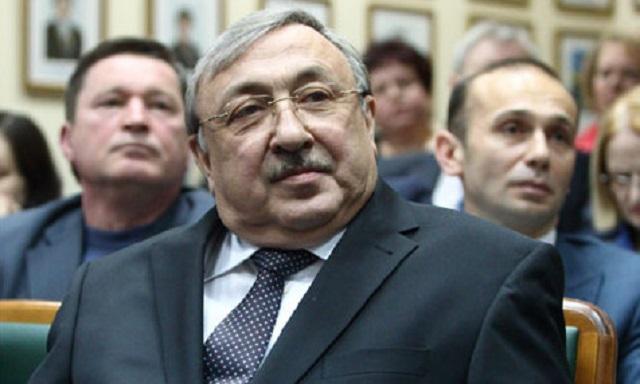 Бывший руководитель Хозсуда при Януковиче отсудил себе статус и часть имущества