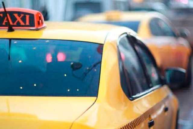 Таксист изнасиловал пассажира, а после потребовал оплатить бензин