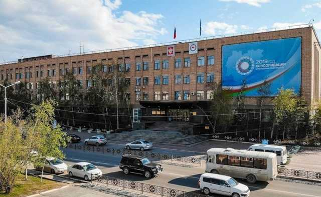ФСБ провела обыски в доме правительства Якутии