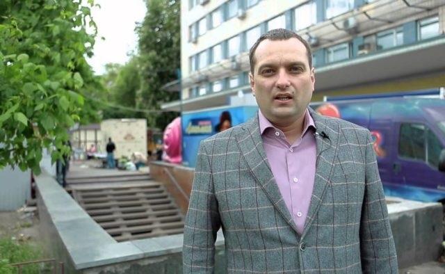 Смотрящий за мажоритарщиками «Слуги народа» Андрей Вавриш оказался скандальным застройщиком: «Имеет большие амбиции»