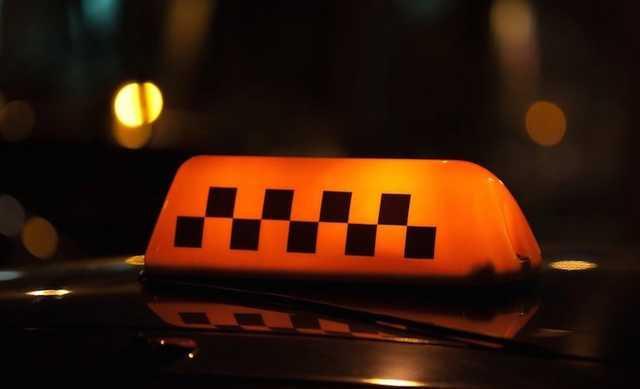 Московский таксист ограбил пассажира на 600 тысяч рублей