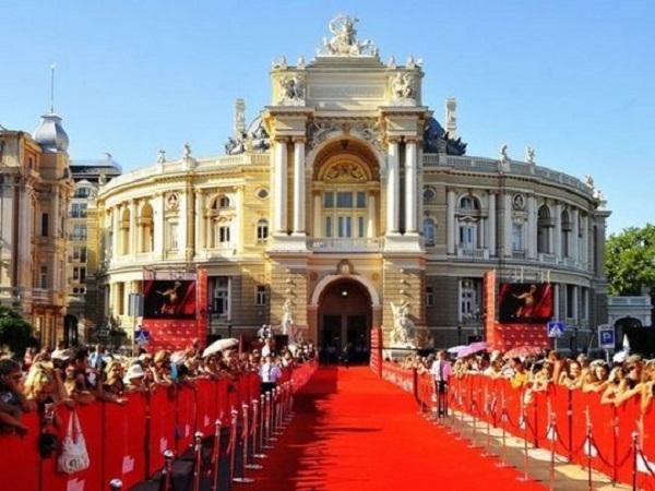 Грудь Камалии и платье Янины Соколовой: скандал на красной дорожке Одесского кинофестиваля