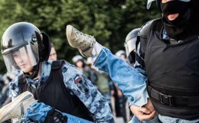 «Я всю жизнь при Путине жил»: Росгвардеец с митинга 27 июля заявил, что выходить на улицы бессмысленно