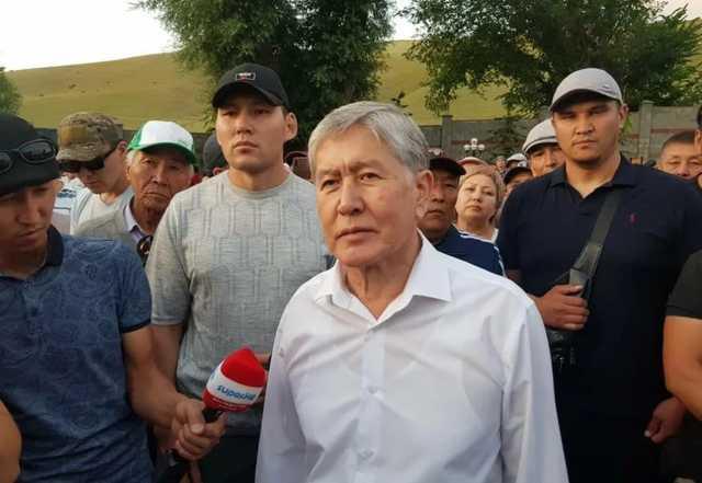 Противостояние в Киргизии: Атамбаев сдался властям
