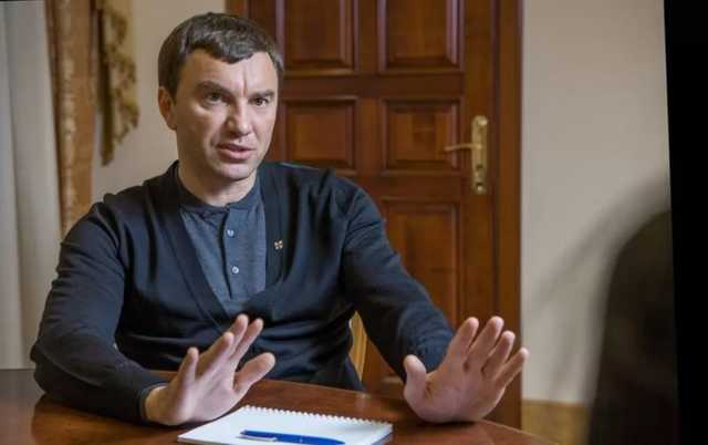 """У кого Зеленский просит дорогу: друг Яценюка получает на схемах в """"Борисполе"""" миллионы евро"""