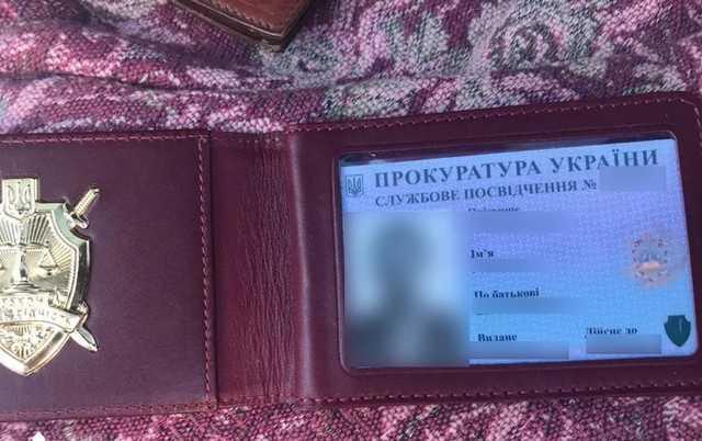 В Киеве задержали двух прокуроров во время получения взятки в 5 тыс. долл., - ГБР