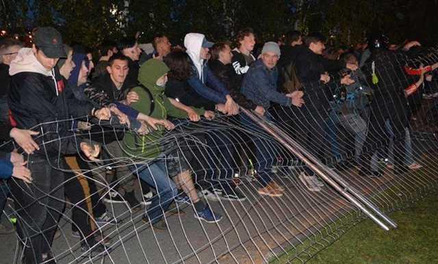 Полиция попросила СМИ предоставить видео екатеринбургских протестов против возведения храма