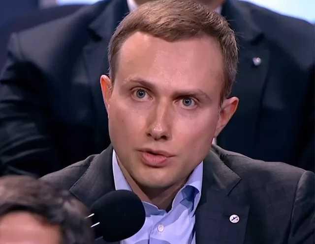 Чем занят любимый банкир Дворковича Артём Аветисян?