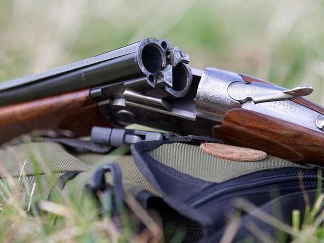 В селе под Киевом пьяный прокурор начал стрелять в сторону поля из ружья – СМИ