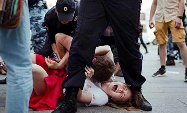 В Кремле оправдали силовой разгон протестов в Москве и заявили, что акции не достойны комментариев Путина