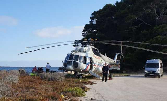Путину доставили во Францию вертолет для передвижения по стране
