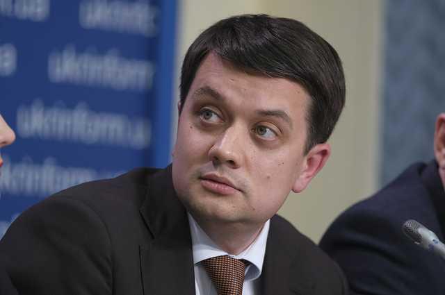 Расследование: Разумков владел сетью ломбардов «Про100Кредит», но потом переписал бизнес на жену