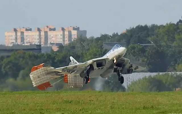 Нестандартная посадка новейшего российского истребителя попала на видео