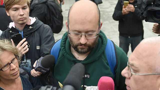 Илья Азар потребовал возбудить уголовное дело против полицейских, оставивших его дочь одну в квартире
