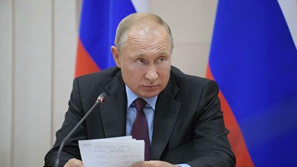 """""""Носил бумажки"""": экс-генерал рассказал сенсационные данные о Путине"""
