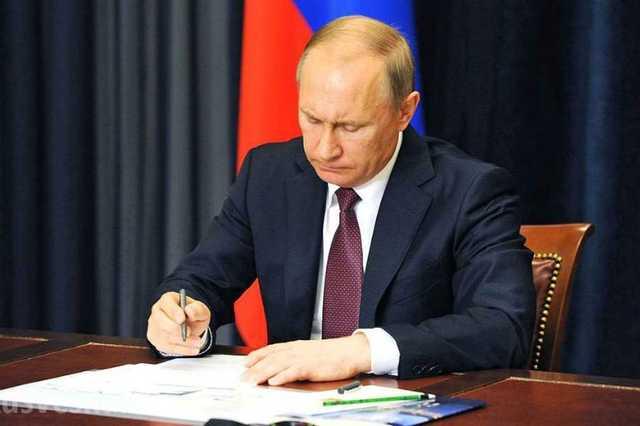 Путин уволил почти тридцать генералов и полковников