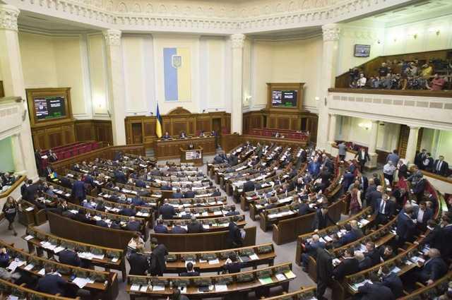 Рада поддержала упрощение обысков у нардепов и их прослушки