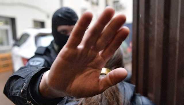 Силовики нагрянули с обысками к сторонникам Навального в пяти городах
