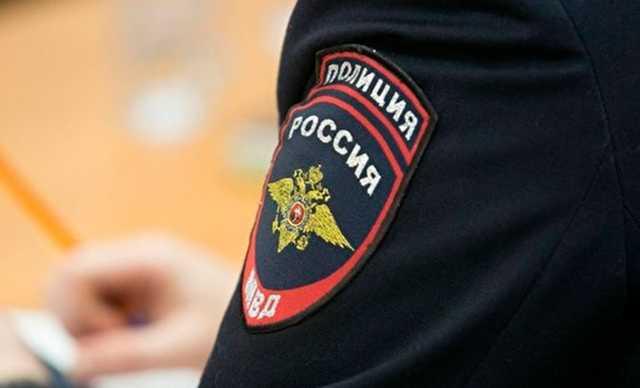 Пьяный полицейский в Москве напал на мигрантов с пистолетом и избил коллегу