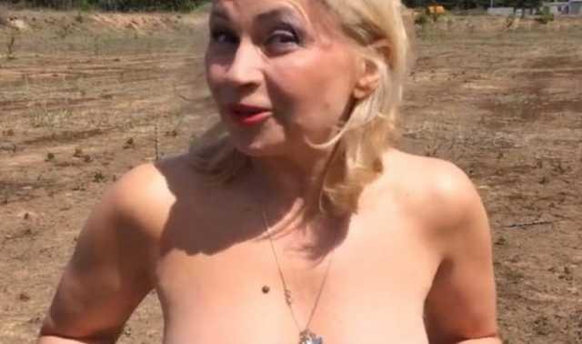 Обнажившая грудь престарелая актриса стала карачевским депутатом