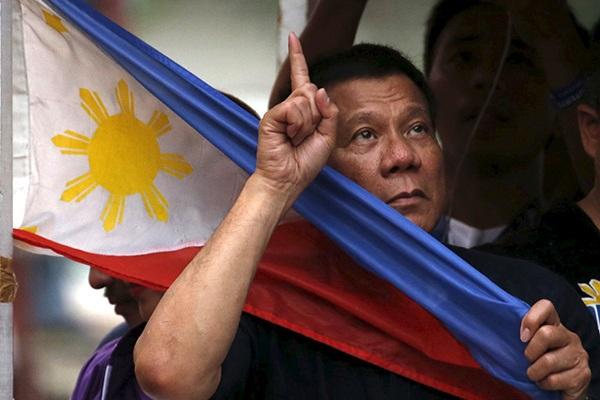 Президент Филиппин разрешил гражданам страны стрелять в чиновников-коррупционеров