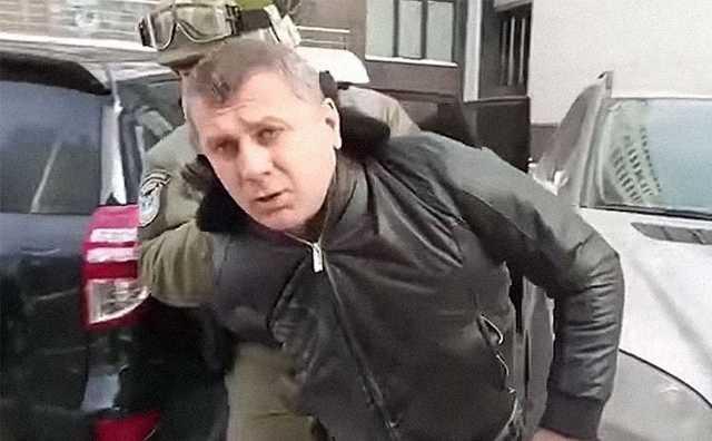 Лидера «воровского» клана внезапно отпустили из тюрьмы. Теперь он хочет свести счеты