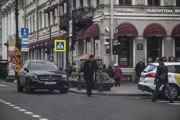 Михаил Боярский взбесил россиян дерзкой парковкой в Санкт-Петербурге
