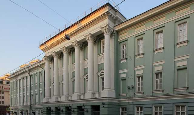 Путин поручил временно разместить Госдуму в Доме профсоюзов
