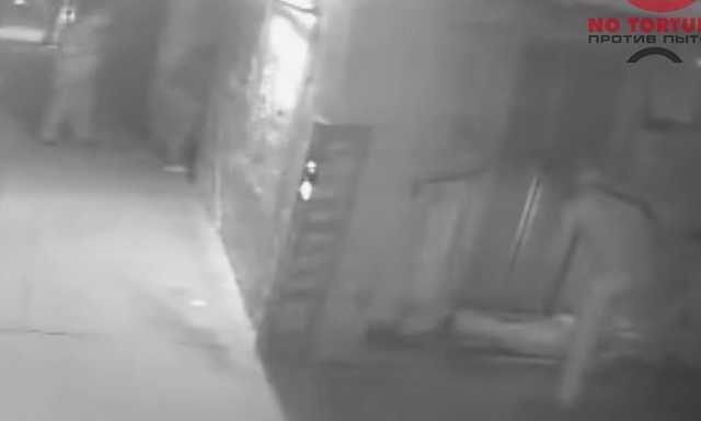 Момент подбрасывания полицейскими наркотиков в карман нижегородца попал на видео