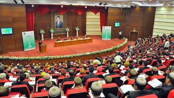 Кадровая чехарда и необузданная коррупция: чем выделяется госаппарат в Туркменистане