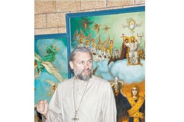 Священник-миллионер обвиняется в развращении приёмных детей
