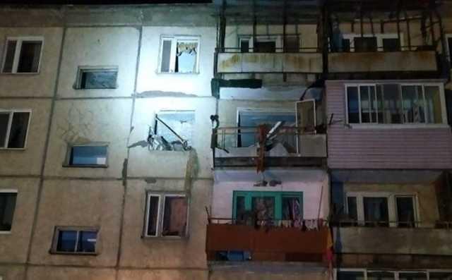 Возможной причиной обрушения дома в Приморье назвали взрыв водонагревателя