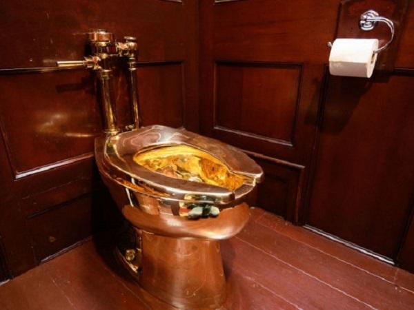 Полиция нашла похитителей золотого унитаза из дворца, в котором родился Черчилль