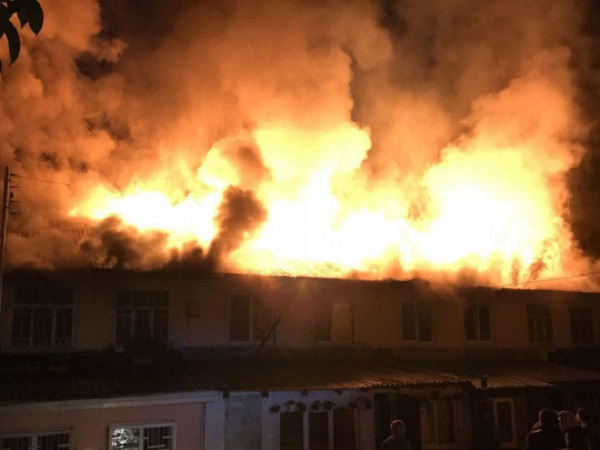 """СМИ сообщили о мощном пожаре на базе ЧВК """"Вагнер"""" в Сочи"""