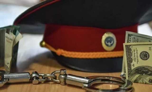 В ХМАО полицейский-коррупционер, обвиняемый по четырем статьям, остался на свободе