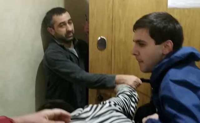 На депутата Мосгордумы Елену Шувалову напали при осмотре дома для льготников, в котором живут чиновники