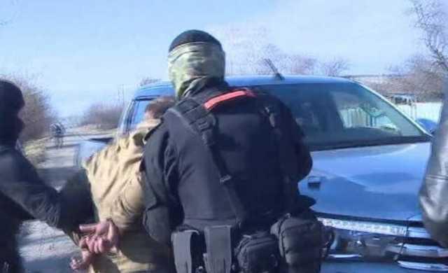 В Амурской области главу сельсовета задержали при получении крупной взятки
