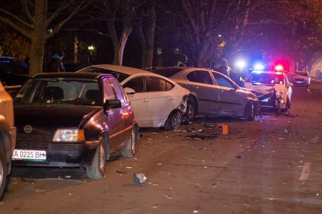 В Киеве бывший сутенер на внедорожнике разбил девять машин и пытался скрыться