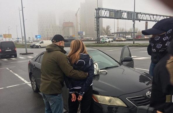 В Киеве задержали женщину, заказавшую убийство любовницы мужа за $10 тысяч