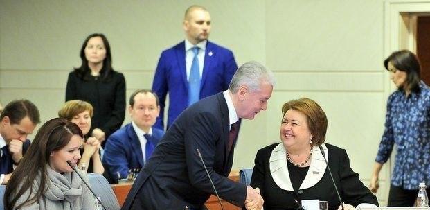 Экс-сенатор от Москвы купила коттедж на зарплату учителя за 200 лет