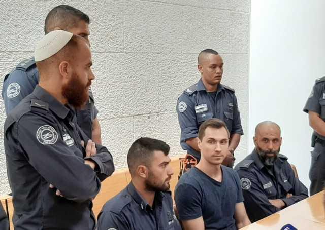 Как Россия хотела обменять известного кибервора на израильскую девушку схваченную в московском аэропорту